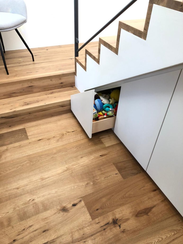 Ein Schrank Unter Der Treppe Tischlerei Holzart